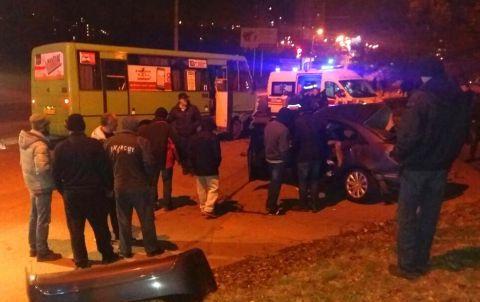 ВХарькове легковушка столкнулась смаршруткой, трое погибших