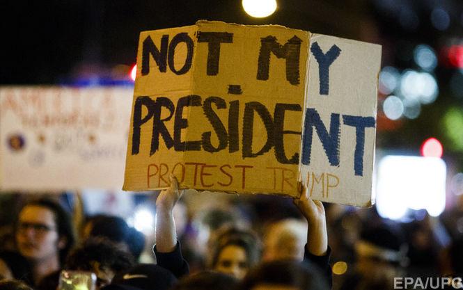 Несколько сотен человек вСША вышли наакции протеста против избрания Трампа