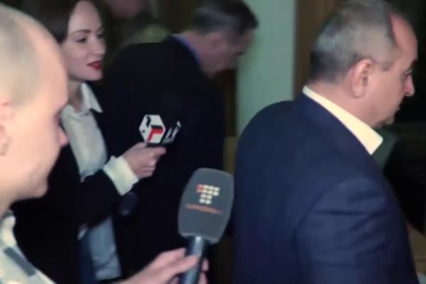 Как главный военный обвинитель убегал отрасспросов репортеров