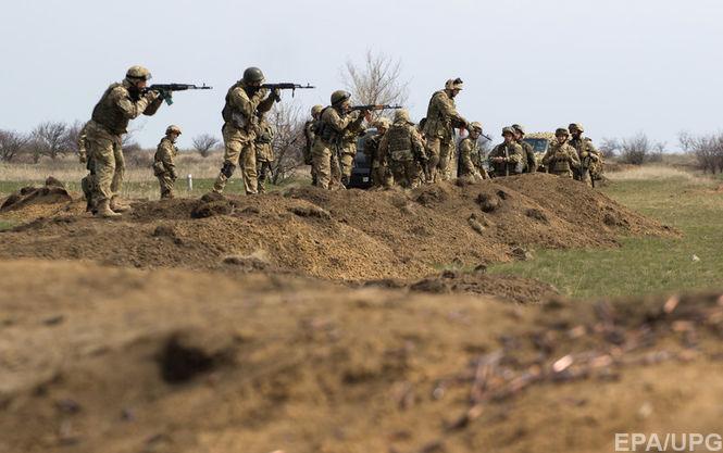 Англия продолжит упражнять украинских военных доначала 2018