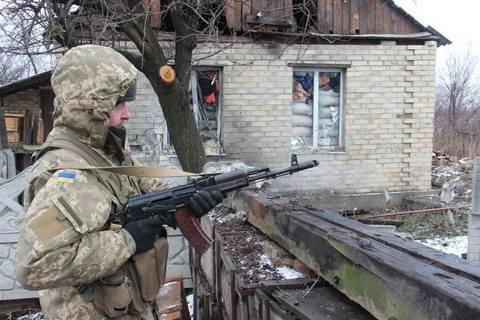 НаДонбассе боевики изтанков «лупят» поукраинским военным— штаб