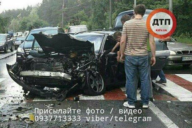 ВКиеве иностранная машина протаранила маршрутку, пострадали 10 человек