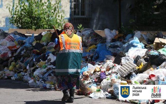 Граждане Львова вышли намитинг стребованием решить проблему смусором