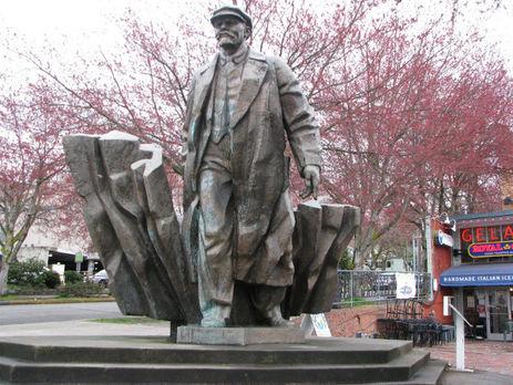 Мэр Сиэтла призвал демонтировать монумент Ленину