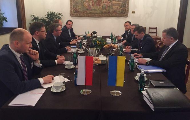 Польша согласна уменьшить список украинцев, которым запретили въезжать встрану