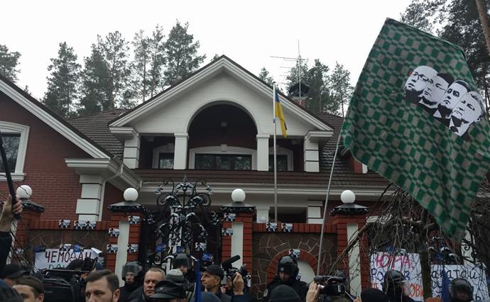 Под домом генерального прокурора Луценко произошла потасовка