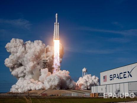 Илон Маск показал манекен, который отправится в космос в кабине Tesla
