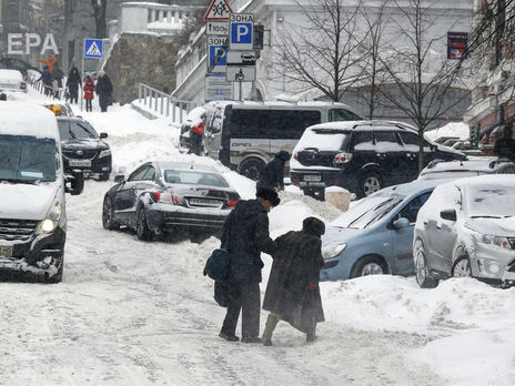 Без электричества остались десятки населенных пунктов— Непогода вгосударстве Украина