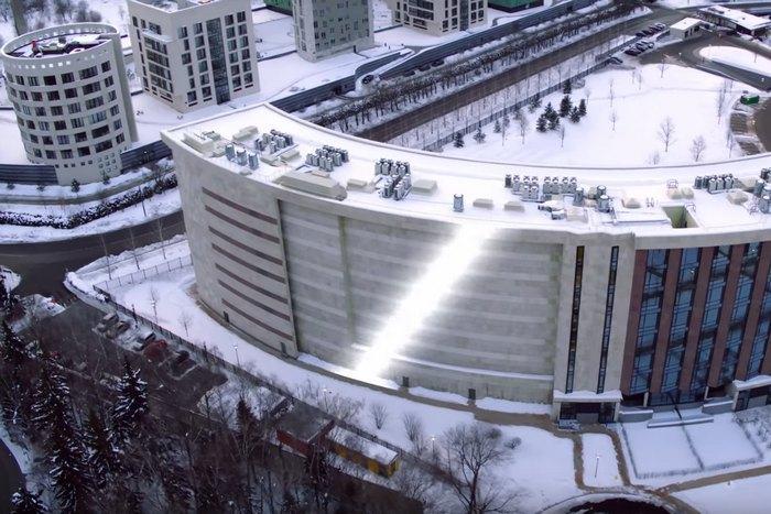 Ради Шувалова построили элитный жилой комплекс без окон— Навальный