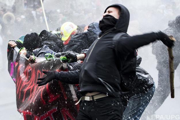 «Чёрный четверг»: массовые акции протеста изабастовки проходят вевропейских странах