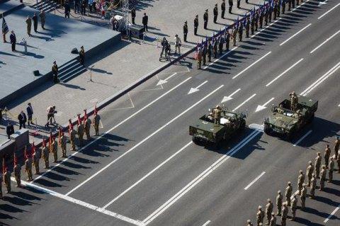 Порошенко распорядился провести военный парад наКрещатике