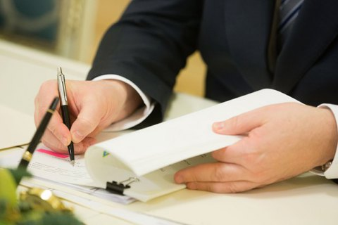 Выборы в ОТГ в 10 областях не смогут провести вовремя из-за военного положения, - Парубий