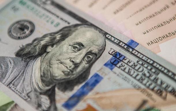 Цена наличного доллара в Москве достигла месячного максимума