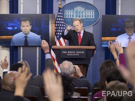 CNN и NYT не допустили на брифинг Белого дома