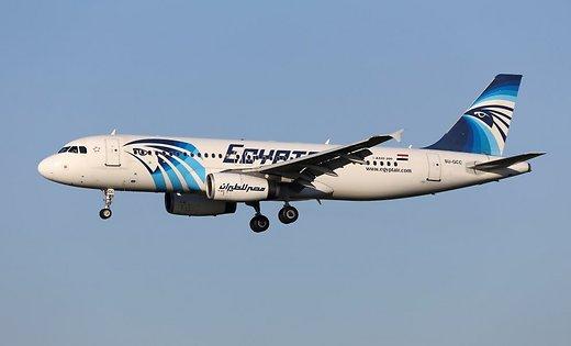 Информацию «черных ящиков» самолета EgyptAir расшифруют вЕгипте