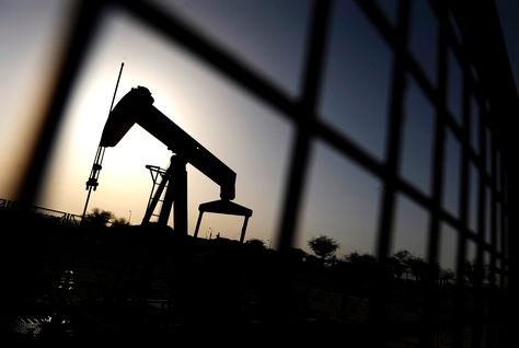 Нефть продолжает дешеветь на опасениях переизбытка сырья
