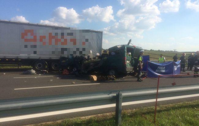 ВПольше подтвердили смерть 3-х украинцев врезультате дорожно-траспортного происшествия
