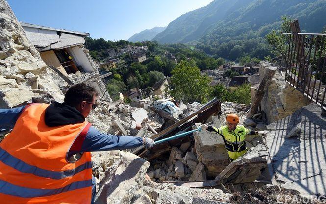 Один изгородов разрушен, есть погибшие — Землетрясение вИталии