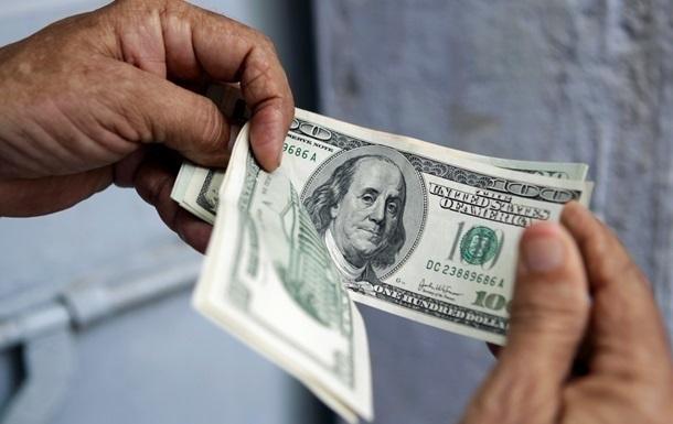 Впервый раз замесяц НБУ опустил официальный курс доллара